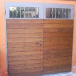 Porta in ferro rivestita con dogato in legno
